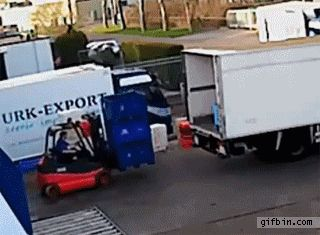1395774753_forklift_operator_has_a_bad_day