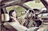 Így reagálnak az emberek, ha egy idegen ül a kocsijukban – Videó